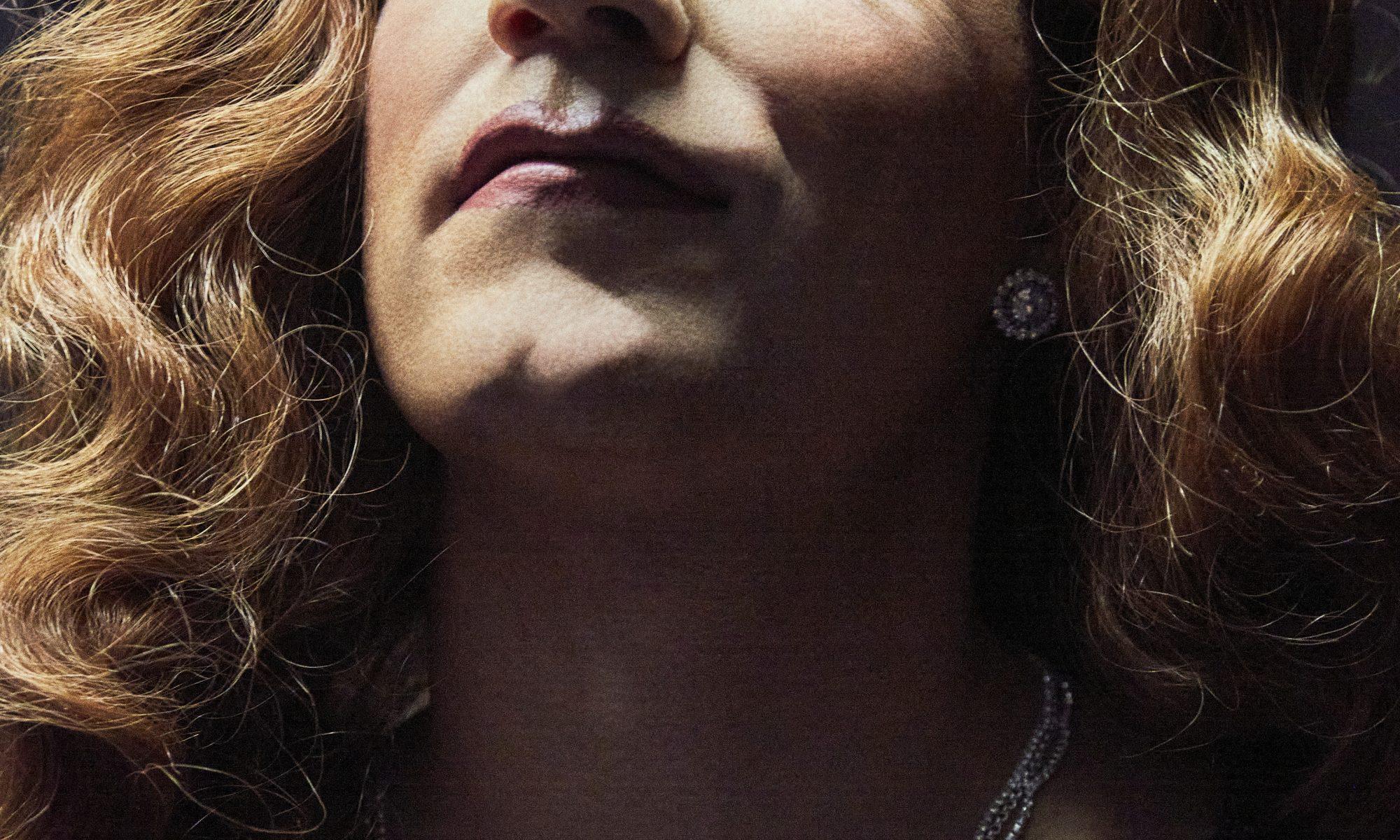 "Neues Musikvideo ""Ungeschminkt"": Johannes Oerding wird zur Frau"